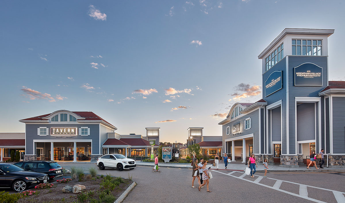 Boston outlet mall locations The Boston region is home to several outlet malls full of factory stores offering shoppers steep discounts on quality clothing, accessories and gifts. In the following section you will find all nearby outlet malls.